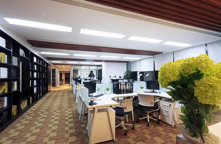长沙办公室装修设计与长沙店铺设计装修装修风水长沙办公装修:办公室风水座位朝向,坐南朝北好不好?